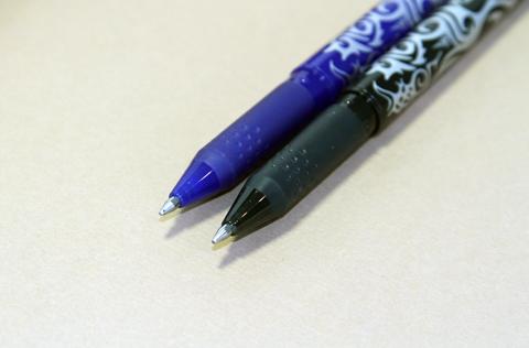 Ручки Pilot Frixion 0.7 (синий, черный)