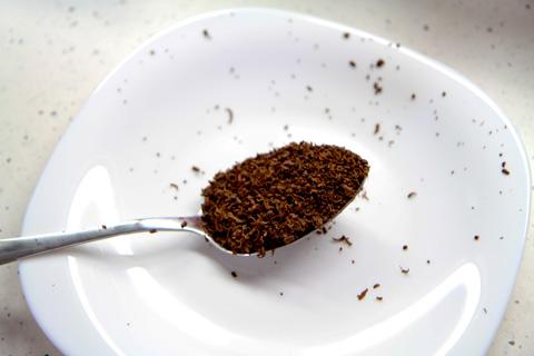 Ложка с измельчённым какао