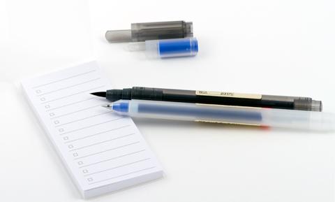 Ручки muji и список дел самоклеящийся